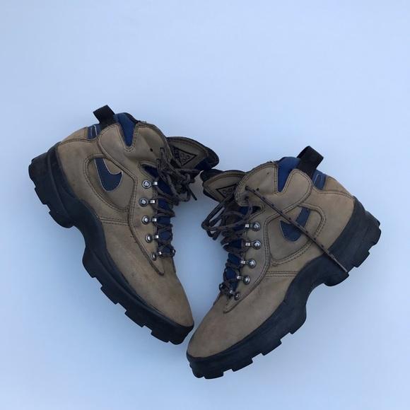3a896a9418902b Vintage 80s 90s Nike ACG Hiking Boots. M 5c3d44b6d6dc522401fed57e